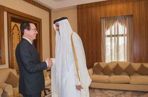 استیو منوشن و امیر قطر