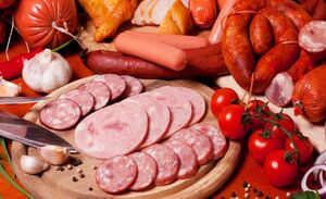 فیلم/ آیا ضایعات مرغ و گوشت در سوسیس و کالباس استفاده میشود؟