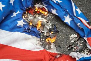 فیلم/ به آتش کشیدن پرچمهای آمریکا و رژیم صهیونیستی در کربلا