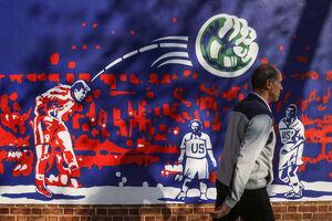 عکس/ گل حمید استیلی روی دیوار سفارت سابق آمریکا