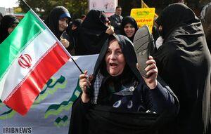 زنان انقلابی کمتر از مردان انقلابی نیستند +عکس