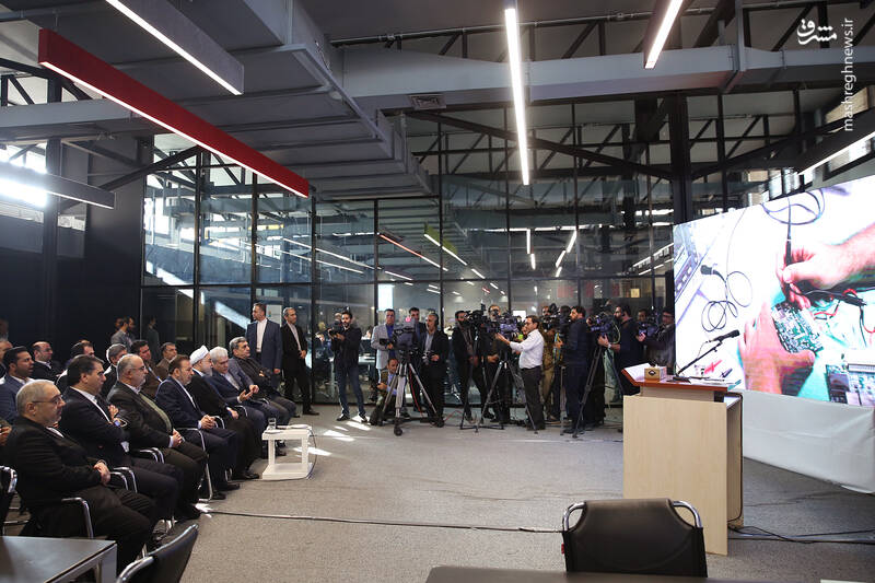 انی در مراسم افتتاح کارخانه نوآوری