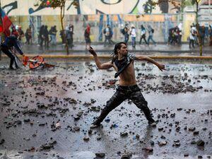 آتش زدن دو پلیس در تظاهرات مخالفان در شیلی