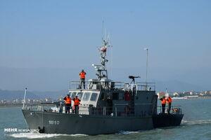 عکس/ رژه یگانهای شناور دریایی ارتش و مرزبانی