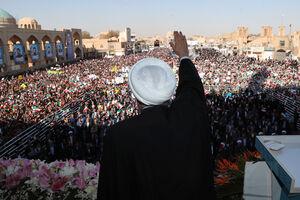 عکس/ سخنرانی روحانی در جمع مردم  یزد