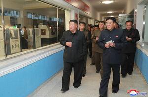 عکس/ بازدید اون از کارخانه تجهیزات پزشکی