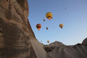عکس/ پرواز بالنها برفراز آسمان ترکیه