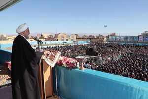 عکس/ سخنرانی روحانی در جمع مردم رفسنجان