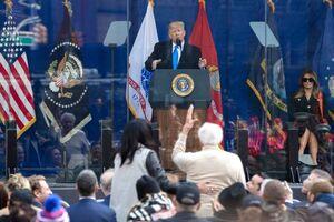 عکس/ سخنرانی ترامپ بازهم پشت شیشه ضدگلوله