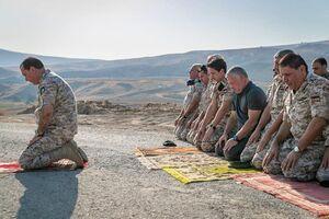 عکس/ شاه اردن در مناطق پس گرفته از اسرائیل نماز خواند