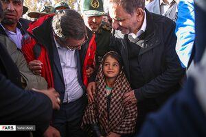 عکس/ بازدید معاون رئیسجمهور از «مناطق زلزلهزده»