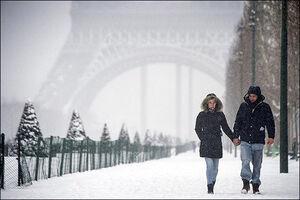 بارش برف در فرانسه برق ۳۰۰ هزار خانه را قطع کرد