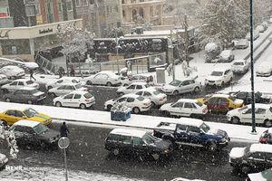 عکس/ حال و هوای تهران با اولین بارش برف پاییزی