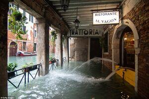 عکس/ ونیز همچنان غرق در آب