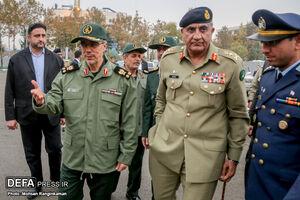 عکس/ دیدار فرمانده ارتش پاکستان با سرلشکرباقری