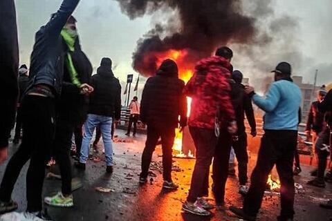 فیلم/ از سوزاندن صدها موبایل تا حمله به آرایشگاه زنانه در شیراز!
