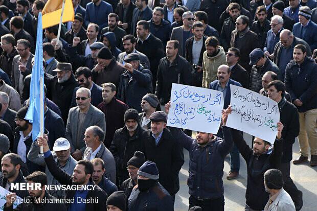 فیلم/ مردم اصفهان هم بر علیه اغتشاشگران برخاستند