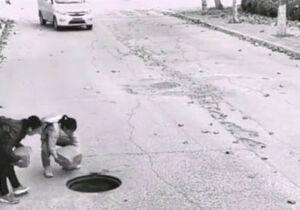 فیلم/ اقدام جالب دو کودک در خیابان