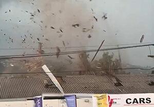 فیلم/ کندهشدن سقف خانه توسط گردباد!