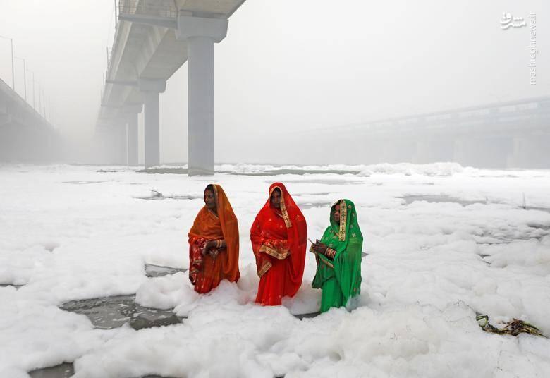 """جشنواره آیینی"""" چات پوجا"""" هندوها در رود """"یامونا"""" در شهر دهلینو/ 3 نوامبر 2019"""