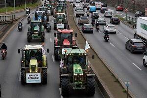 اعتراض تراکتوریِ فرانسویها علیه ماکرون +فیلم