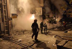 یک آتشنشان: آشوبگران دست و پایم را گرفتند و مرا در آتش انداختند