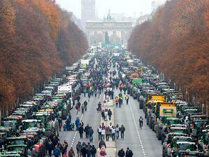 عکس/ خیابانهای پاریس در قرق کشاورزان