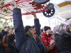 فیلم/ کتک کاری در جمعه سیاه آمریکا