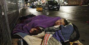 سندرز: نیم میلیون آمریکایی در خیابانها میخوابند
