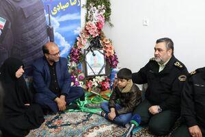 دیدار سردار اشتری با خانواده شهدای اغتشاشات