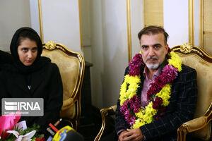 دکتر مسعود سلیمانی در کنار خانواده