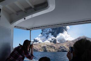 عکس/ فوران مرگبار کوه آتشفشانی در نیوزیلند