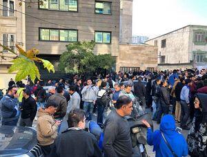 پلیس ضد شورش به تجمع استقلالیها پایان داد