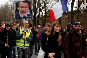 اعتصاب سراسری در فرانسه ۵ روزه شد +عکس
