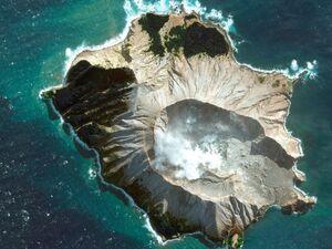 تصویر هوایی از فوران آتش فشان نیوزیلند