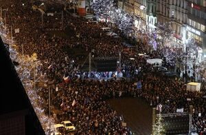 دهها هزار نفر در پراگ استعفای نخست وزیر را خواستار شدند