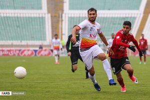 باشگاه فولاد خوزستان از داور بازی با تراکتور شکایت میکند