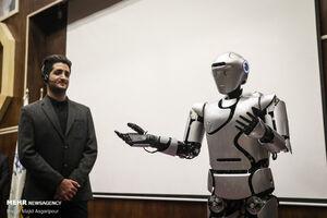 عکس/ رونمایی از روبات «سورنا ۴»
