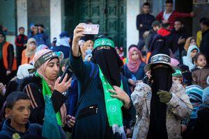 حضور مردم فلسطین در مراسم سی و دومین سالگرد تأسیس حماس