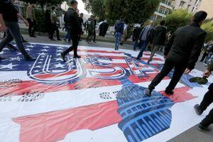 عکس/ لگدمال کردن پرچم آمریکا در عراق