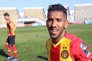 بازیکن تونسی در کنار رونالدو و سوارز ایستاد