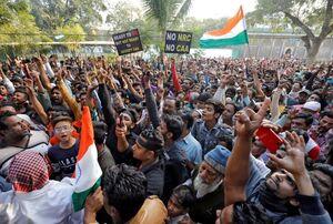۳ کشته در  اعتراضات به قانون جنجالی در هند