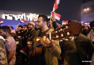 تغییر جهت شعارها در میدان«التحریر» بغداد +عکس