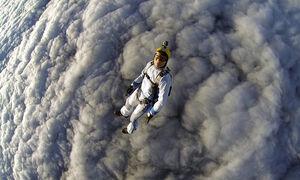 عکس/ چتربازی روی ابرها