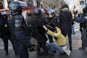 ادامه تظاهرات مردم فرانسه و خواب زمستانی ماکرون +فیلم و عکس
