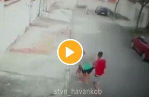 حمله سگ ولگرد به یک کودک +فیلم