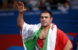 حضور قهرمان المپیک در کانون شیوع کرونا +عکس