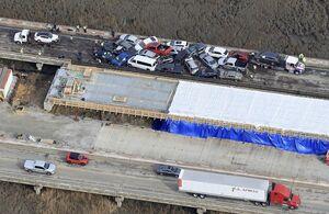تصاویری عجیب از تصادف زنجیرهای ۶۹ خودرو در آمریکا!