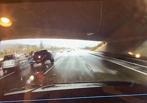 فیلم/ تصادف پیکاپ در جاده لغزنده!