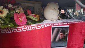 عکس/ تابوت حامل پیکر شهید خلبان رحمانی